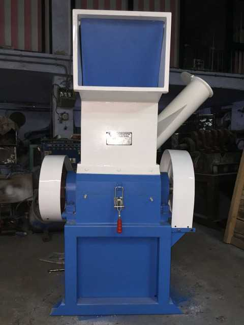 Plastic shredding machines